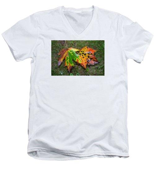 Falling For You Men's V-Neck T-Shirt