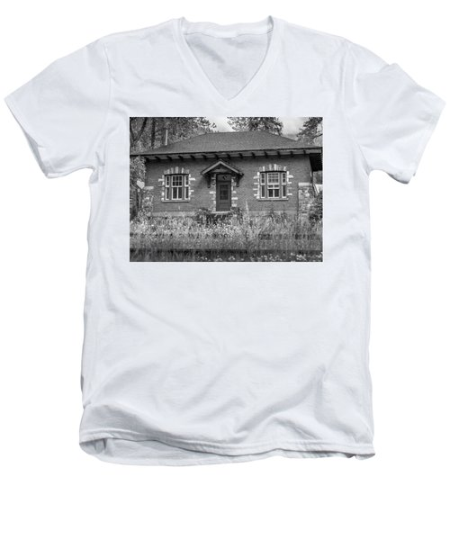 Field Telegraph Station Men's V-Neck T-Shirt