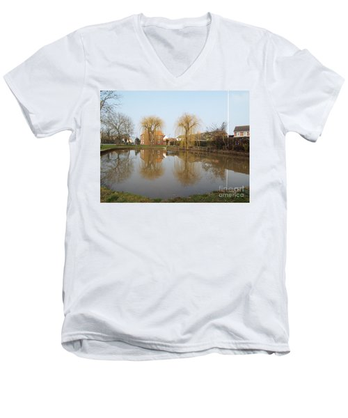 Finningley Pond Men's V-Neck T-Shirt
