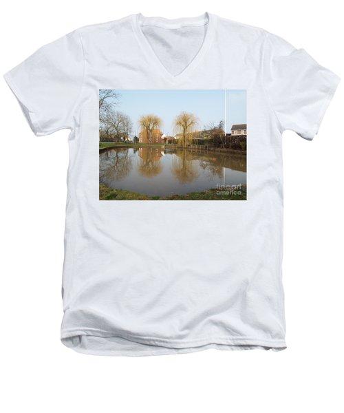 Finningley Pond Men's V-Neck T-Shirt