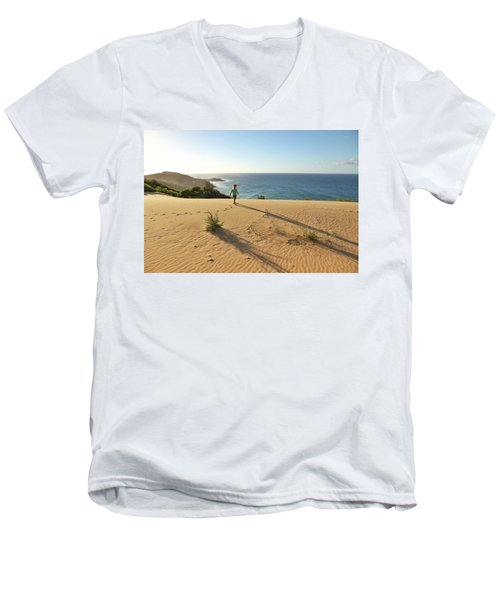 Footprints In The Sand Dunes Men's V-Neck T-Shirt