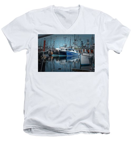 Men's V-Neck T-Shirt featuring the photograph Full House by Randy Hall