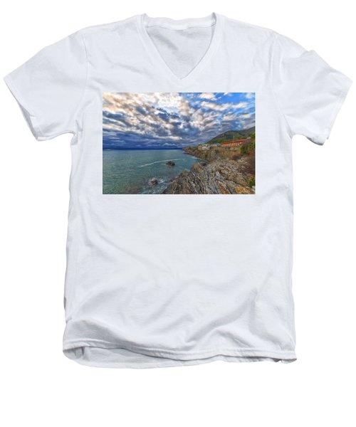 Genova Nervi Ex Ristorante Marinella  Luoghi Abbandonati Abandoned Places Men's V-Neck T-Shirt