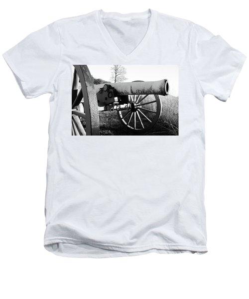 Gettysburg Cannon Men's V-Neck T-Shirt