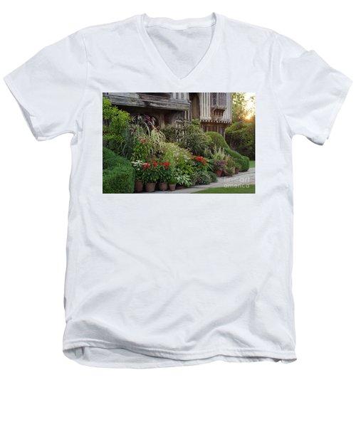 Great Dixter House And Gardens At Sunset 2 Men's V-Neck T-Shirt