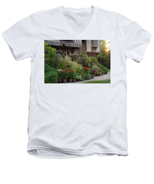 Great Dixter House And Gardens At Sunset 2 Men's V-Neck T-Shirt