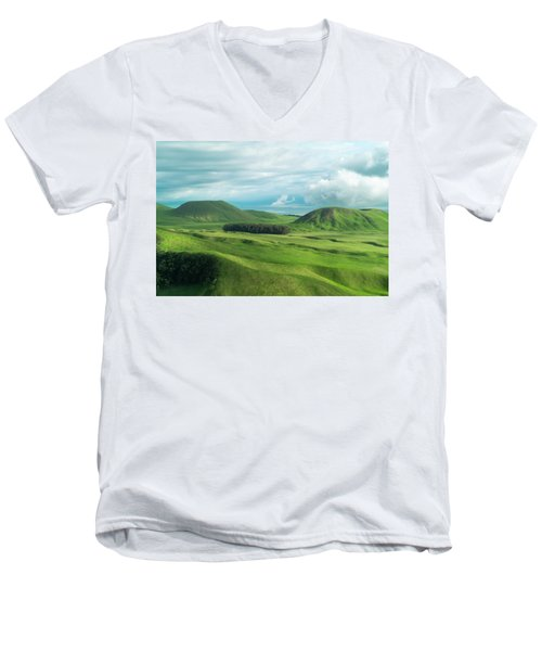 Green Hills On The Big Island Of Hawaii Men's V-Neck T-Shirt