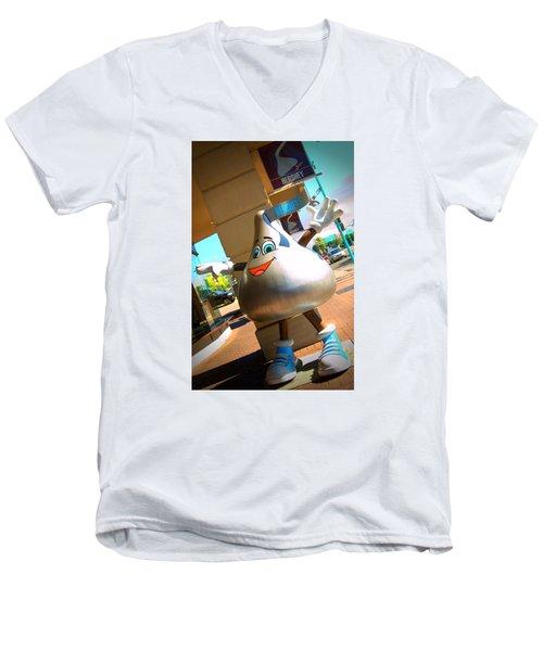 Hershey Niagara Men's V-Neck T-Shirt by Bob Pardue