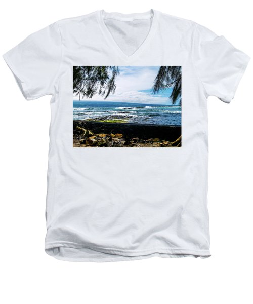 Hilo Bay Dreaming Men's V-Neck T-Shirt