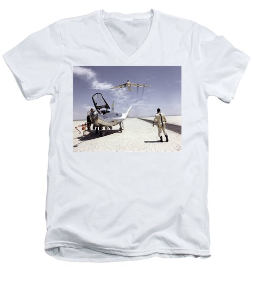 Hl-10 On Lakebed With B-52 Flyby Men's V-Neck T-Shirt