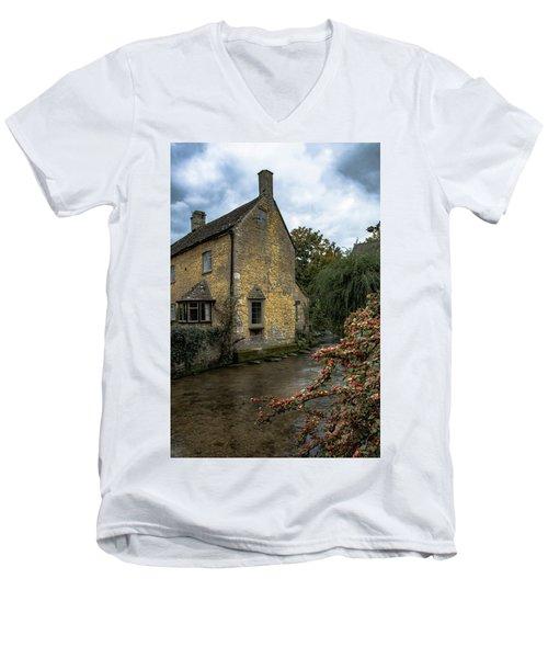 House On The Water Men's V-Neck T-Shirt