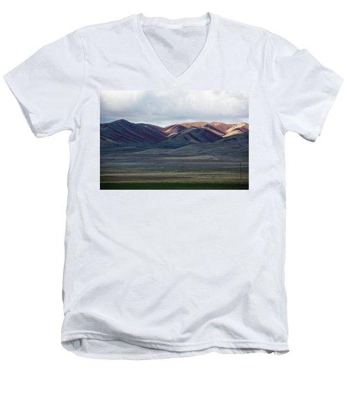 Idaho Red Men's V-Neck T-Shirt