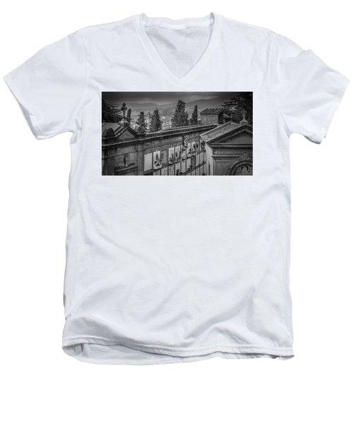 Il Cimitero E Il Duomo Men's V-Neck T-Shirt