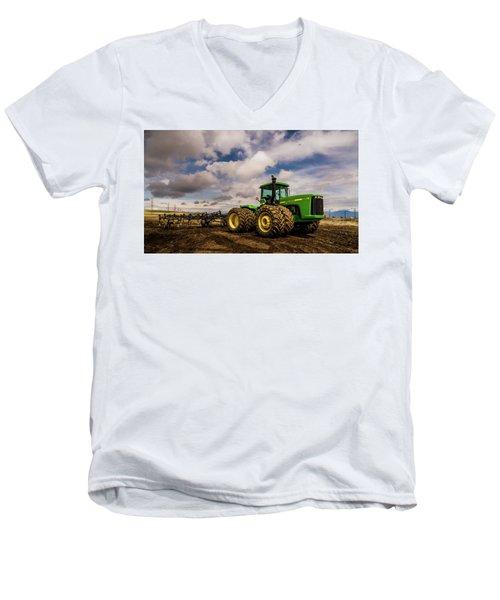 John Deere 9200 Men's V-Neck T-Shirt
