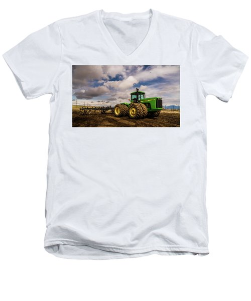 John Deere 9200 Men's V-Neck T-Shirt