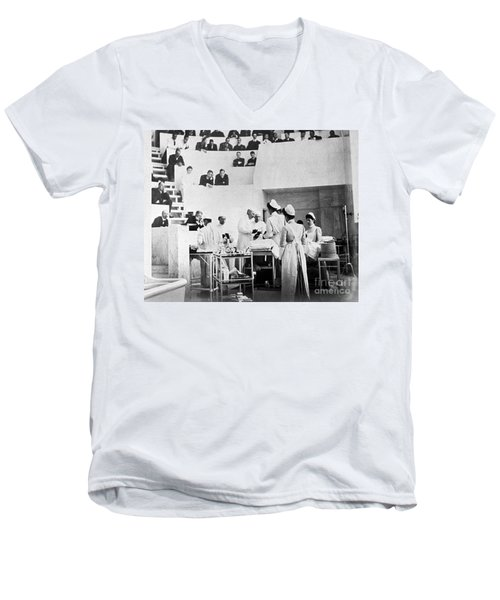John Hopkins Operating Theater, 19031904 Men's V-Neck T-Shirt