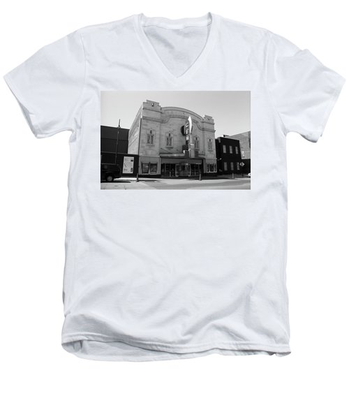 Men's V-Neck T-Shirt featuring the photograph Kansas City - Gem Theater Bw by Frank Romeo