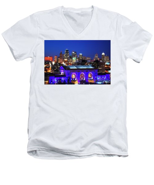 Kansas City Skyline At Night Men's V-Neck T-Shirt