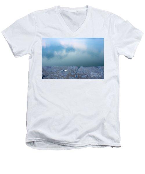 Key On The Lake Shore Men's V-Neck T-Shirt