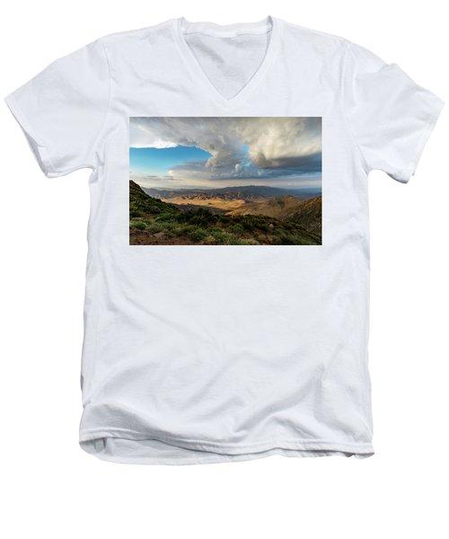 Kwaaymii Point Monsoon Men's V-Neck T-Shirt