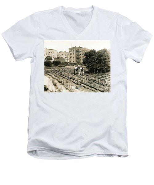 Last Working Farm In Manhattan Men's V-Neck T-Shirt