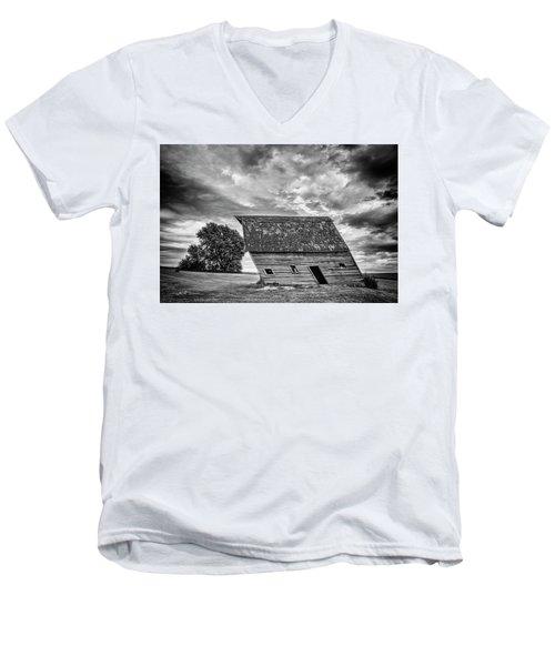 Leaning Barn Of Tuttle Men's V-Neck T-Shirt