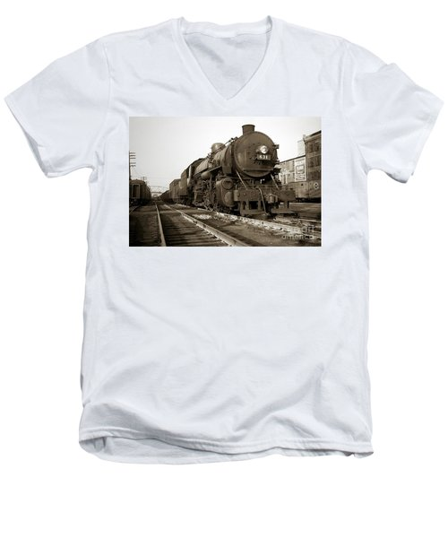 Lehigh Valley Steam Locomotive 431 At Wilkes Barre Pa. 1940s Men's V-Neck T-Shirt