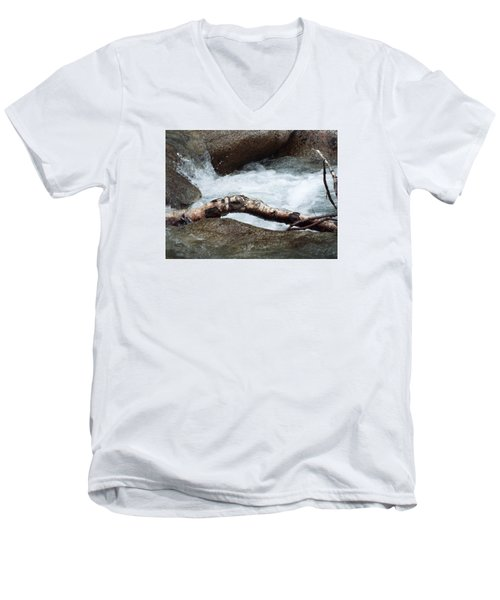 Log At White Water Men's V-Neck T-Shirt