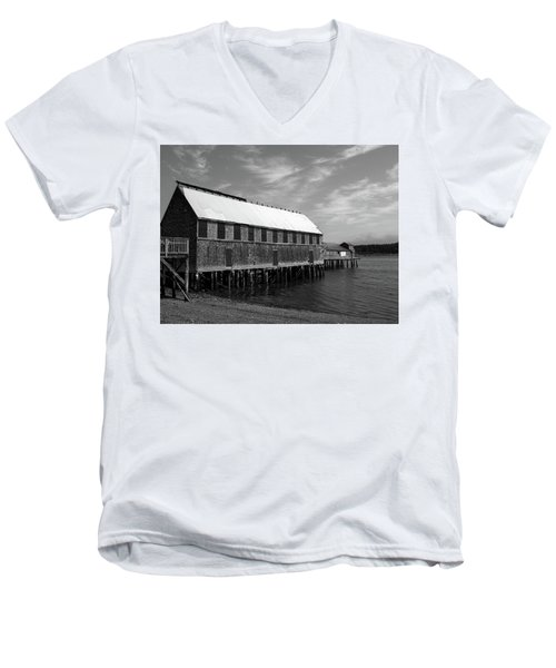 Lubec, Maine Men's V-Neck T-Shirt