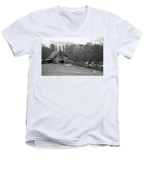 Ma And Pa Kettles Farm Men's V-Neck T-Shirt