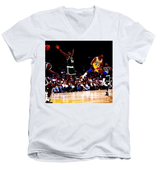Magic Johnson No Look Pass 7a Men's V-Neck T-Shirt by Brian Reaves