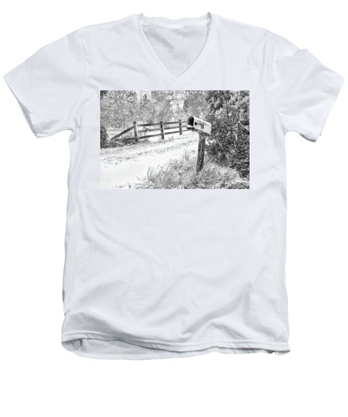 Mailbox Snow Men's V-Neck T-Shirt