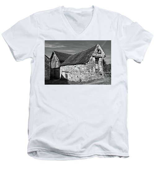Medieval Country House Sound Men's V-Neck T-Shirt