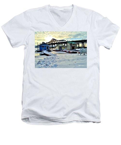 Mississippi River Boathouses Men's V-Neck T-Shirt