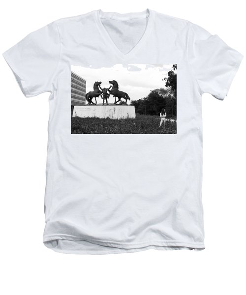 Men's V-Neck T-Shirt featuring the photograph Model And The Monument by Lorraine Devon Wilke