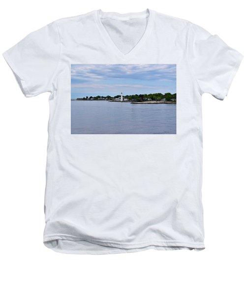 New London Harbor Lighthouse Men's V-Neck T-Shirt