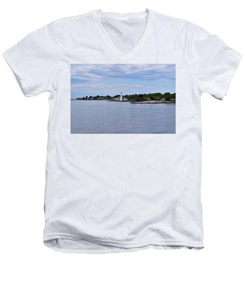New London Harbor Lighthouse Men's V-Neck T-Shirt
