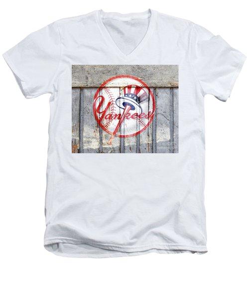 New York Yankees Top Hat Rustic 2 Men's V-Neck T-Shirt