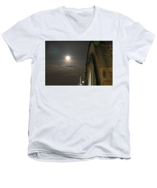 Night Shot Of The Los Angeles 6th Street Bridge And Supermoon #2 Men's V-Neck T-Shirt
