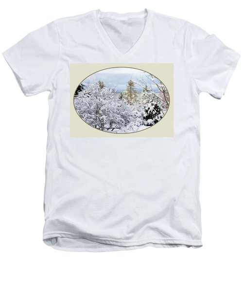 northeast USA photography button Men's V-Neck T-Shirt