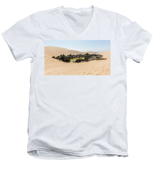 Oasis De Huacachina Men's V-Neck T-Shirt