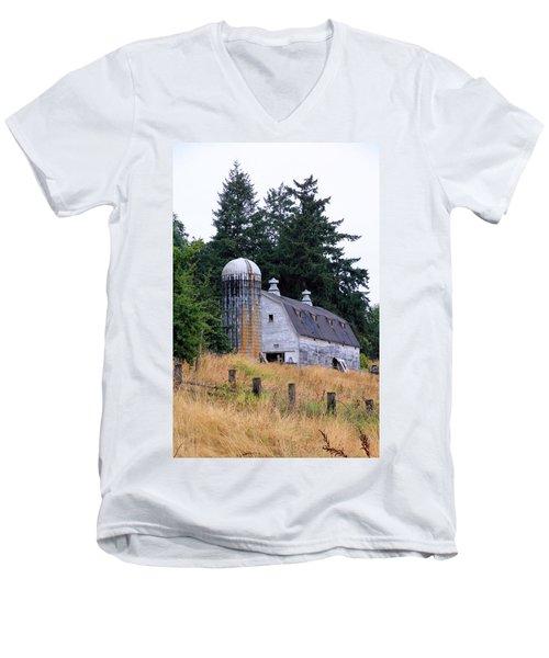 Old Barn In Field Men's V-Neck T-Shirt
