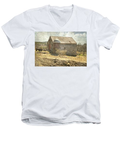 Old Barn Still Standing  Men's V-Neck T-Shirt