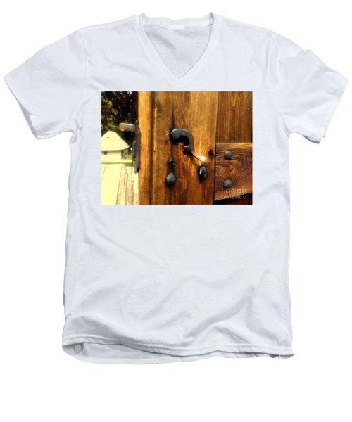 Old Door Handle Men's V-Neck T-Shirt