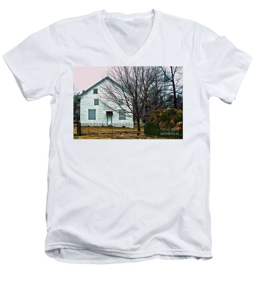 Men's V-Neck T-Shirt featuring the photograph Old Kennett Mettinghouse by Sandy Moulder