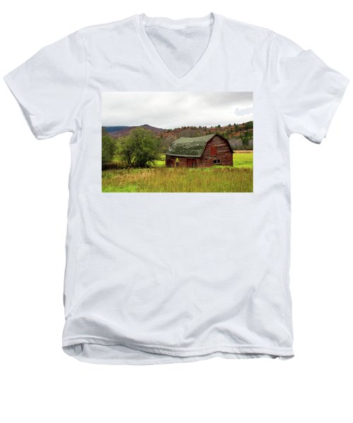 Old Red Adirondack Barn Men's V-Neck T-Shirt