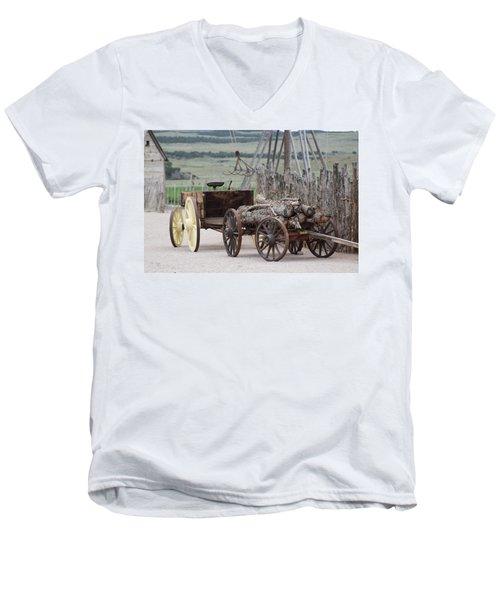 Old Tractor And Wagon In Foreground Cove Creek Fort Photography By Colleen Men's V-Neck T-Shirt