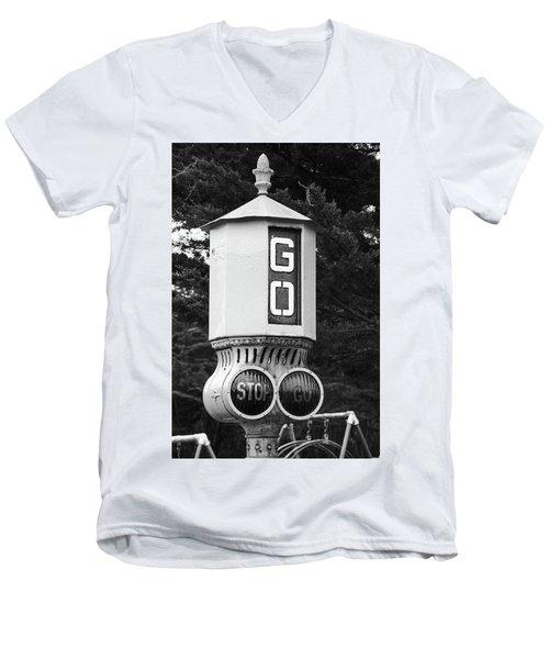 Old Traffic Light Men's V-Neck T-Shirt
