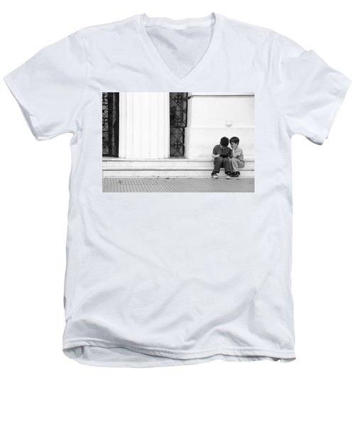 Online Men's V-Neck T-Shirt
