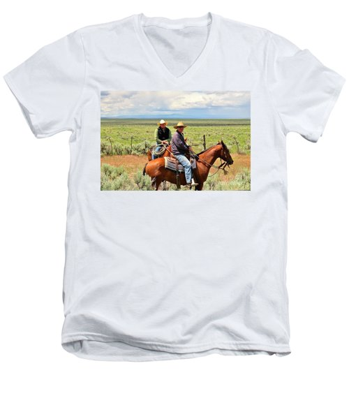 Oregon Cowboys Men's V-Neck T-Shirt
